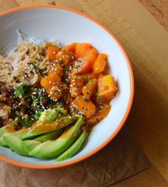 Aujourd'hui je profite de cette recette de bo bun végétarien pour vous parler d'une action qui me tient à coeur... Il s'agit du &jeudi veggie&. En 2 mots : on s'engage à manger végétarien une fois par semaine. Vous allez me dire &ok mais ça sert à quoi...