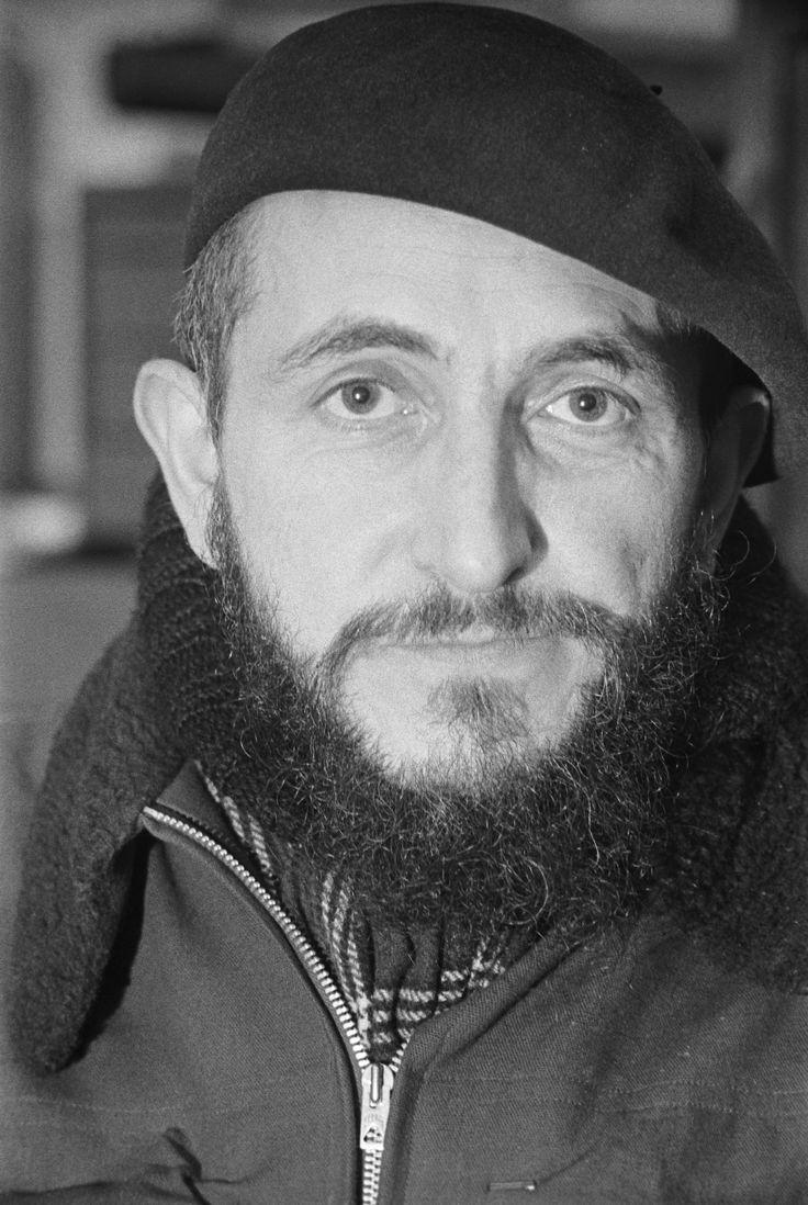 Le 1er février 1954, l'abbé Pierre lance son appel pour le droit au logement des plus démunis. Il a fondé la communauté des Emmaus  Photo: Hubert de Segonzac/Paris Match