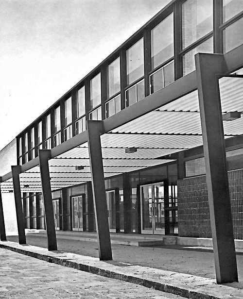 Edificio de Escuela de Arquitectura y Museo de Arte de la UNAM, Ciudad Universitaria, México DF 1954    Arqs. José Villagrán García, Alfonso Liceaga y Xavier García Lascuráin    Foto. Fotografia Illustrativa -    School of Architecture and Museum of ArtBuilding, UNAM, Ciudad Universitaria, Mexico DF 1954