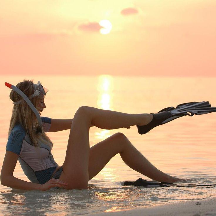 loving the ocean  #qualitytime #qualitylife #germangirl #malediven  #feelinggood #frühling #sunrise #sonnenuntergang #sonnenaufgang #mares #flossen #schnorcheln #travelblog #traveleverywhere #travelgram #travelling #travelphotography #traveltheworld #instragrammers #model #blonde #blondehair #bandos #photooftheday #photography  by elischebas_welt