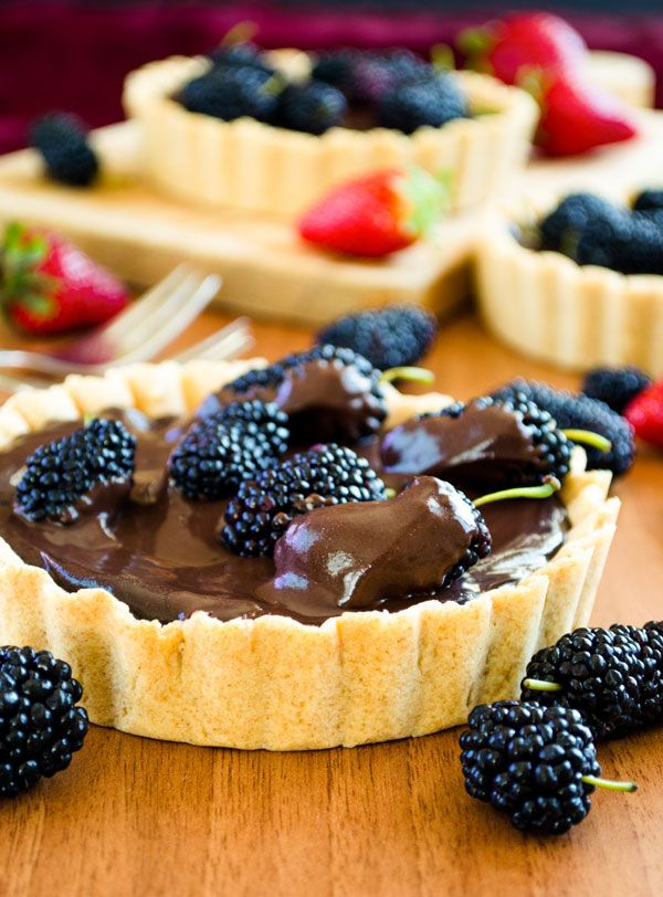 Mulberry and #Chocolate Tart - Every made this? #askem #questioneverything #turnpinsintoq #food #foodie #sweets #baking