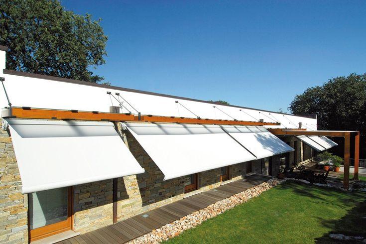 Ellisse è la tenda da sole estensibile con il premiato e riconosciuto design del cassonetto dalla forma ellittica originale e moderna, che ha reso questa...