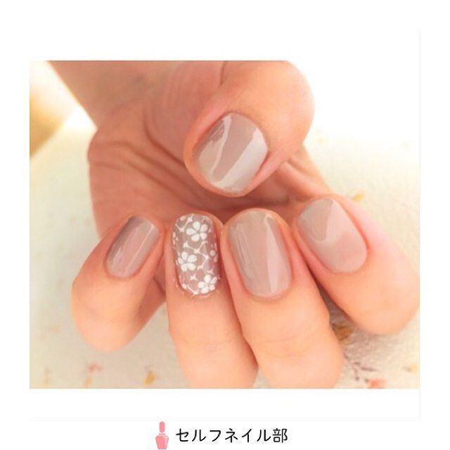 """779 mentions J'aime, 4 commentaires - セルフネイル部 (@selfnail.club) sur Instagram: """"💅🏻💅🏻💅🏻 【フラワーネイル募集中】 . (@chie.smd)さんの、 「スタンピングでフラワーレースネイル」 を紹介します💅🏻 . 〜やり方〜…"""""""