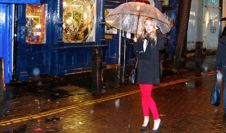 'Under my umbrella [Ella ella, ay ay ay]' #outfit on www.naloudesbois.com #new #look #umbrella #mittens #Pimkie #scarf #handm #boyish #coat #pullandbear #slim #red #skinny #Zara #London #uk