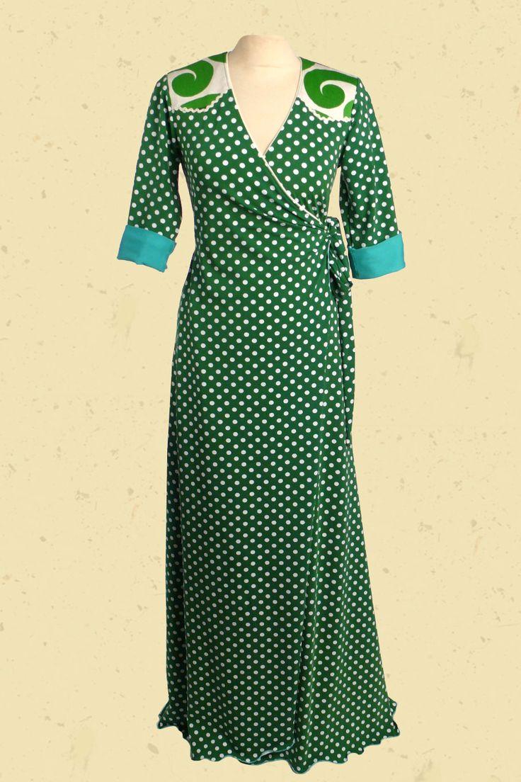 Groene maxi - jurk met witte stippen en aqua vintage schouderpas