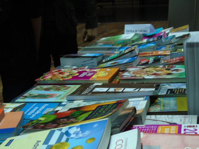 Exposición Biblioteca Abierta en sede DuocUC Alonso de Ovalle.