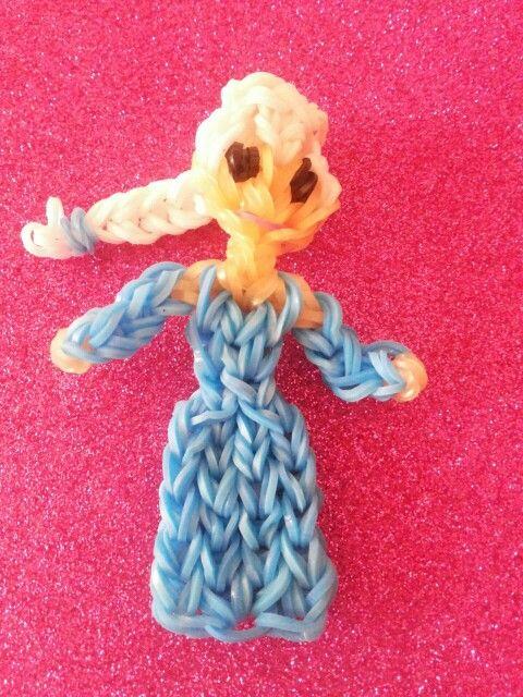 Reina Elsa de Frozen hecho con tenedores y gomitas (loom bands)