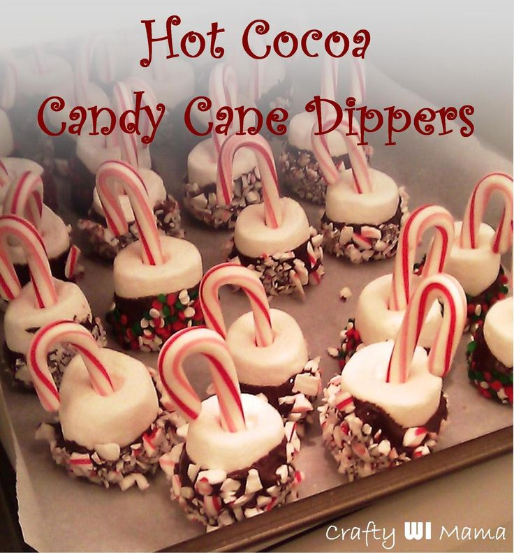 Candy Cane Cocoa Dippers.... Need a yummy last minute gift? Quickly throw together these Candy Cane Cocoa Dippers for teachers, school staff, friends, or neighbors.