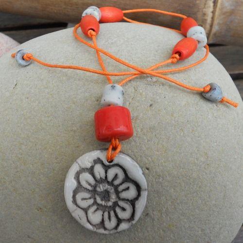 collier ras de cou orange