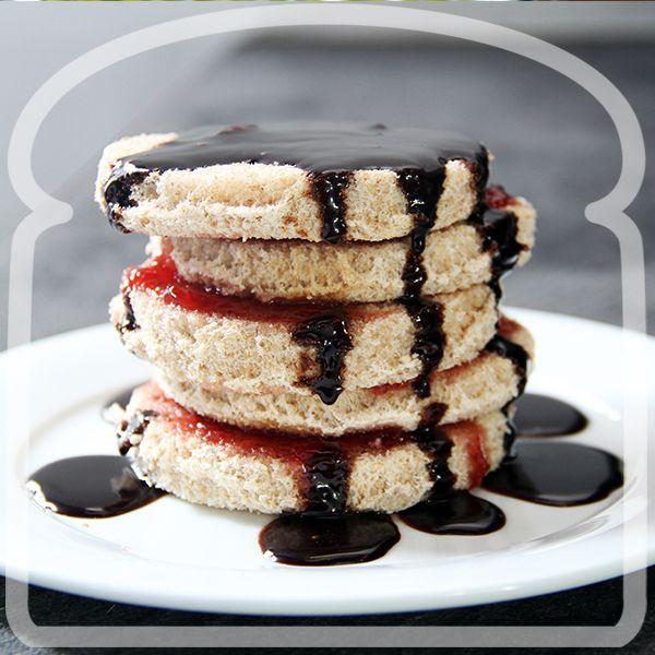 Torre de circulos de pan Wonder con mermelada y chocolate. #Sandwich #Wonder #DiferenteEsMejor