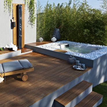 beautiful jacuzzi terrasse jardin contemporary design. Black Bedroom Furniture Sets. Home Design Ideas
