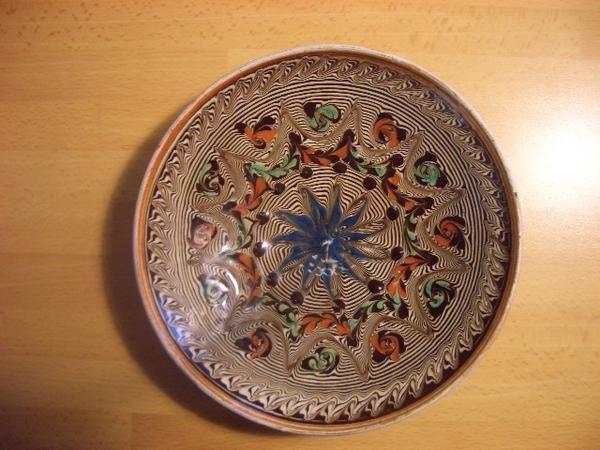 Poterie artisanale en terre cuite émaillée Horezu, un des plus importants centres de la poterie roumaine