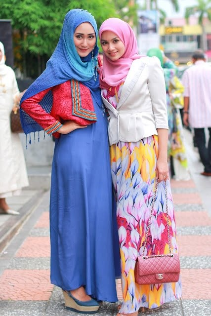 http://abayatrade.com muslim fashion magazine  Muslim Girls wearing Hijab