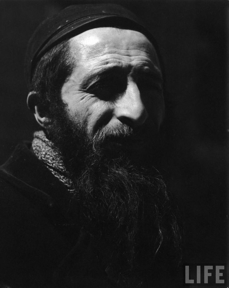 Jewish Man, Poland. Looks like a Velasquez portrait (in monochrome).
