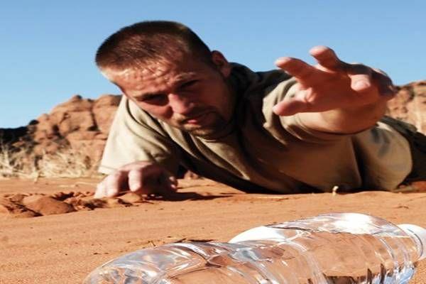 Egy orvos kitálal: a dehidratáció okozza a legtöbb betegséget! A gyógyszermaffia mélyen hallgat…