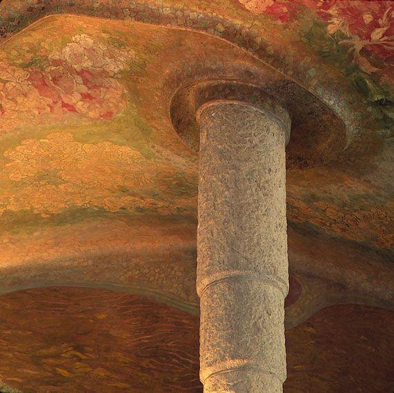 Gaudí de prop Columnes sota un oceà d'ocres al vestíbul de la Pedrera (1906-1912). (Calalunya - Catalònia) © Ramon Manent