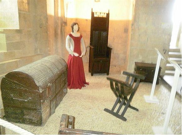 Les 317 meilleures images propos de moyen age sur for Meuble chateau fort tunisie