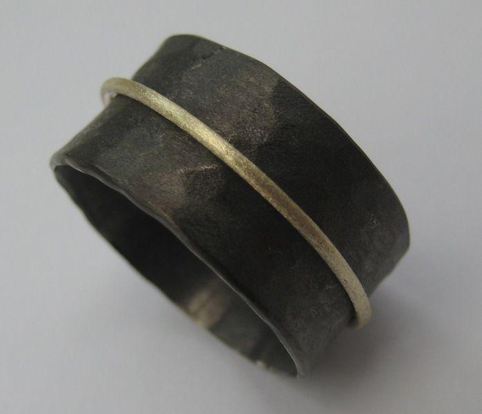 Dieser schöner Ring wird von mir(Goldschmiedin) in echter hochwertiger Handarbeit extra für Sie persönlich angefertigt.        Die Ringschiene aus ech