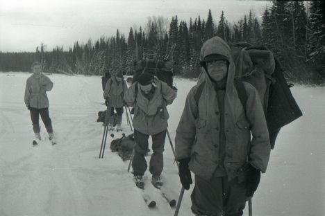 Sulle tracce del gruppo di nove turisti sovietici che nel 1959 perirono durante unescursione. Linteresse turistico sul luogo in cui si verificarono misteriosi eventi è senza precedenti