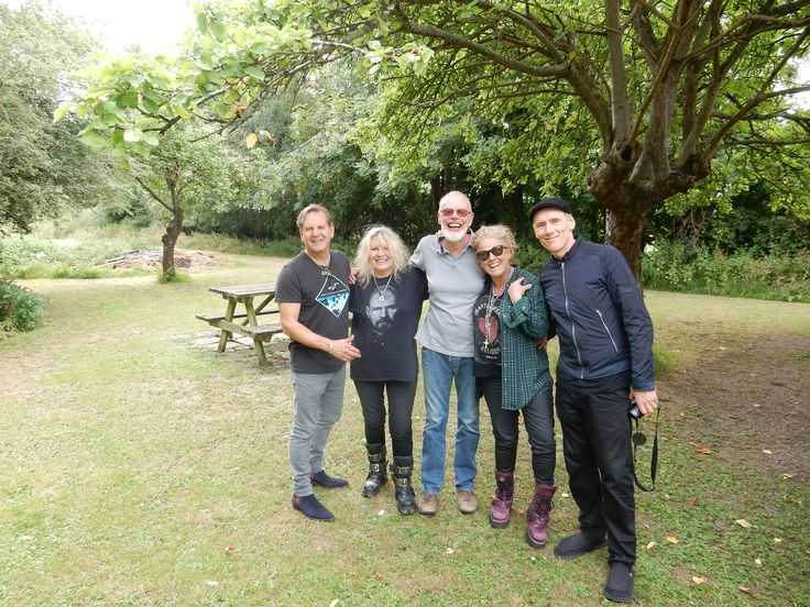 Just back from the countryside and a great day with Whispering Bob Harris recording a live session for TeamRock Radio. Will let you know broadcast day as soon as we know and listen out for an exclusive from new album 🎶😎🎶