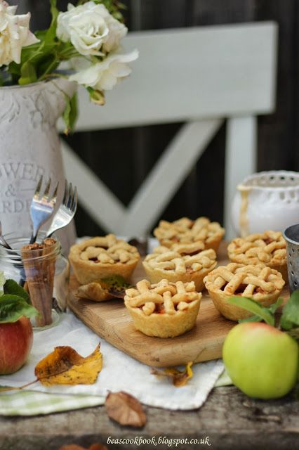 Bea's cookbook: MINI APPLE PIES