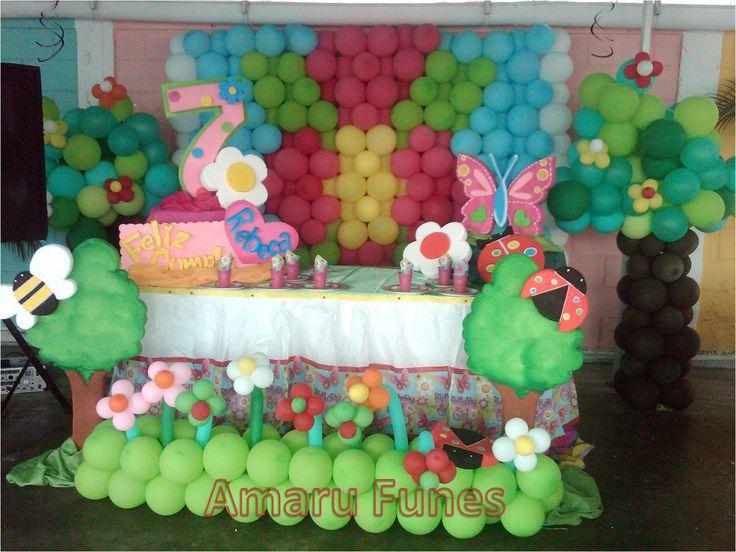 Meson de torta flores y mariposas decoraci n con globos - Decoracion con mariposas ...