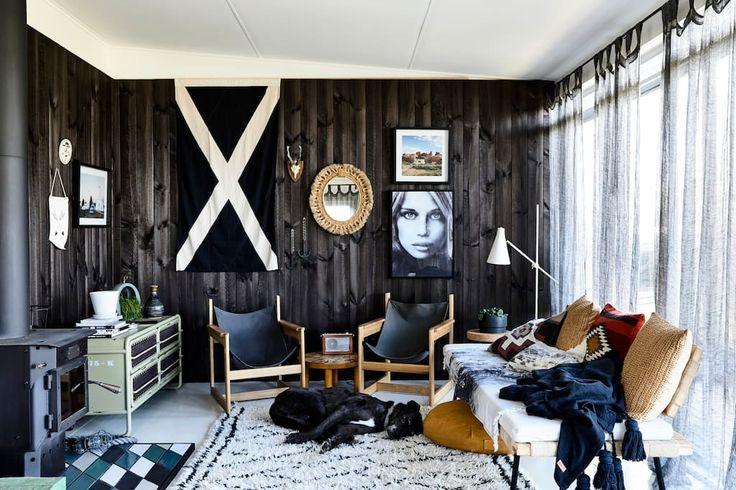 House in Sunderland Bay, Australia. A quaint little surf shack a mere 4 houses from the beach with ocean views from the deck. Recently renovated and decked out to be one of the coolest places on 'The Island'.  Hopefully the pics speak for themselves!  The rooms are made up of the fo...