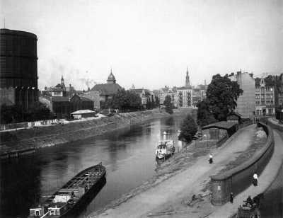 (1930) Rzeka Warta na wysokości ul. Czartoria, z lewej Gazownia.