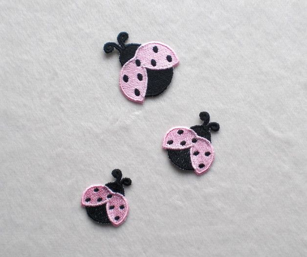 **3 Marienkäfer SET, rosa, Applikation zum Aufbügeln**  Ideal zum verzieren und flicken von von Gardinen,Bettwäsche, Kleidung, Taschen und anderen Stoffen. Die Applikation ist mit Bügelfolie...