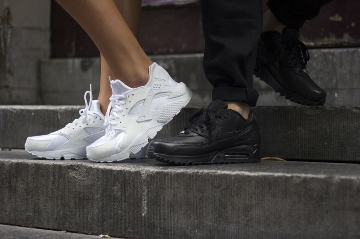 Nike AIR HUARACHE & AIR MAX 90 LEATHER Black/White, shop this sneaker at http://www.frontrunner.nl