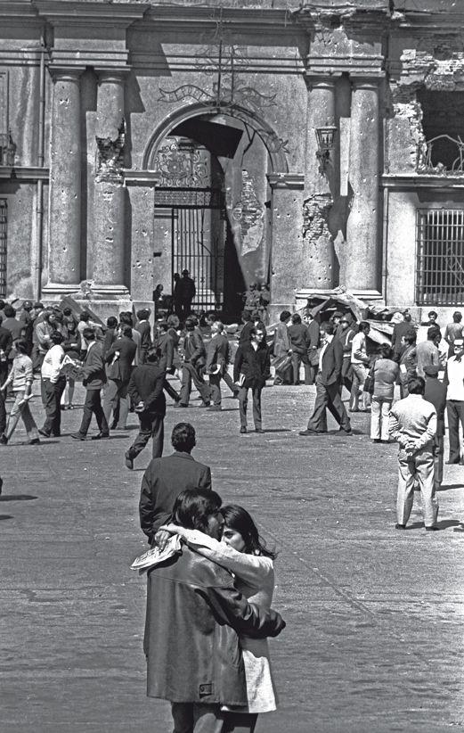 Del libro Irredimible, fotografías de Marcelo Montecino, La Moneda 1973