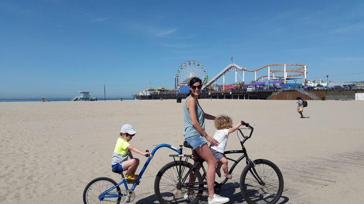 1- Une promenade inoubliable. Louer un vélo, un tandem, un vélo avec siège bébé ou une carriole (bref, un véhicule à roulettes) à Venice Beach et faire tout le boardwalk jusqu'au nord de Santa Monica avec stop balançoires, pause sport à Muscle Beach, smoothie sur la plageet roller coaster au Pacific Park sur le Santa Monica Pier... 2 - Une journée plage. Réserver une table au Paradise Cove Beach Cafe à Malibu, un lieu unique en son genre à Los Angeles. Déjeuner sur le sable, gâteau au ch...
