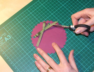 How to tie and simple flat bow - a Stampin' Up! Tutorial by Carolyn Bennie