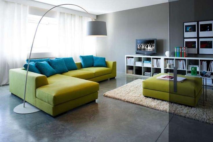 Abbinare divano alle pareti - Divano verde e pareti grigie