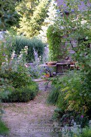 """Ich gebe zu, es ist nicht einfach, sich vorzustellen, wie ein Gartenparadies entstehen soll.      """"Das Paradies wartet; es ist nur ein..."""