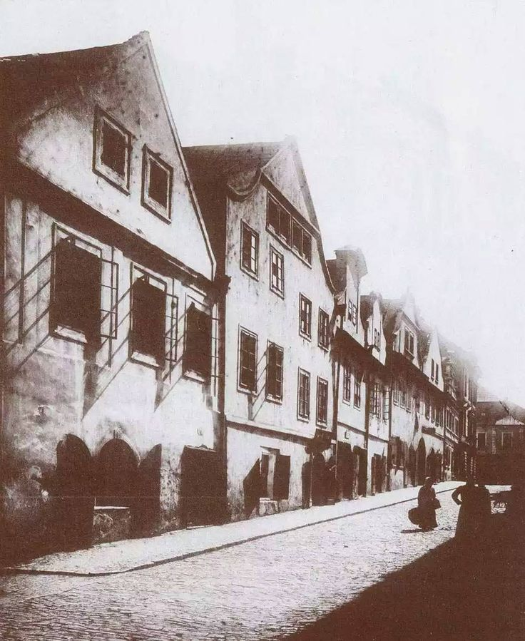 V r.1888 Ul.Karoliny Svetle (tehdy se take jmenovala Na Hradbach) Sb.VS