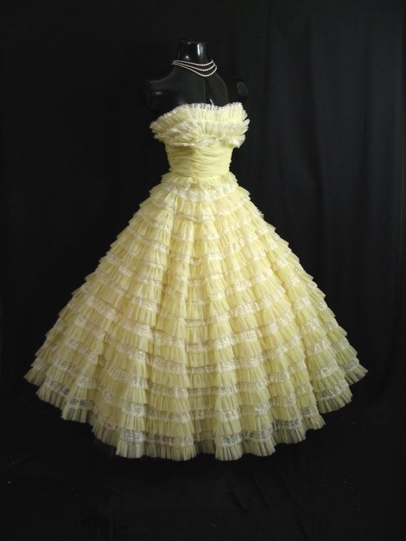 an absolutely lovely strapless 1950's party/prom dress in an enchanting confection of lemon lace and chiffon.