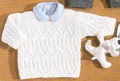 Un petit pull au point mousse, mélange de torsades et de point fantaisie, à tricoter pour bébé. Tailles : de 6 mois à 4 ans Aiguilles : 2,5 et 3 Le pull irlandais