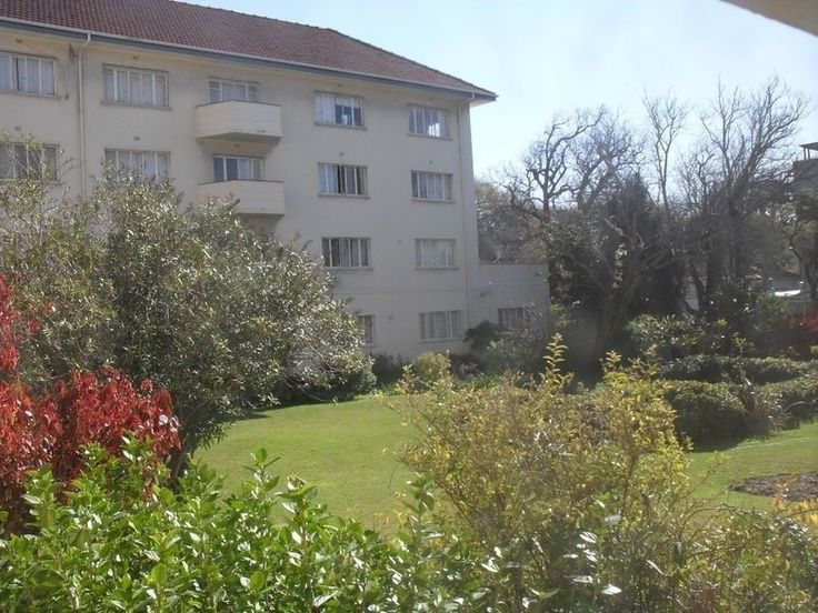 Bachelor Flat to Rent in Berkeley Square, Corner of Main Road and Rouwkoop Road, Rondebosch.Unfurnished first floor flat.Close walk to shops and transport.Please phone 021 685 2212 to arrange a viewing