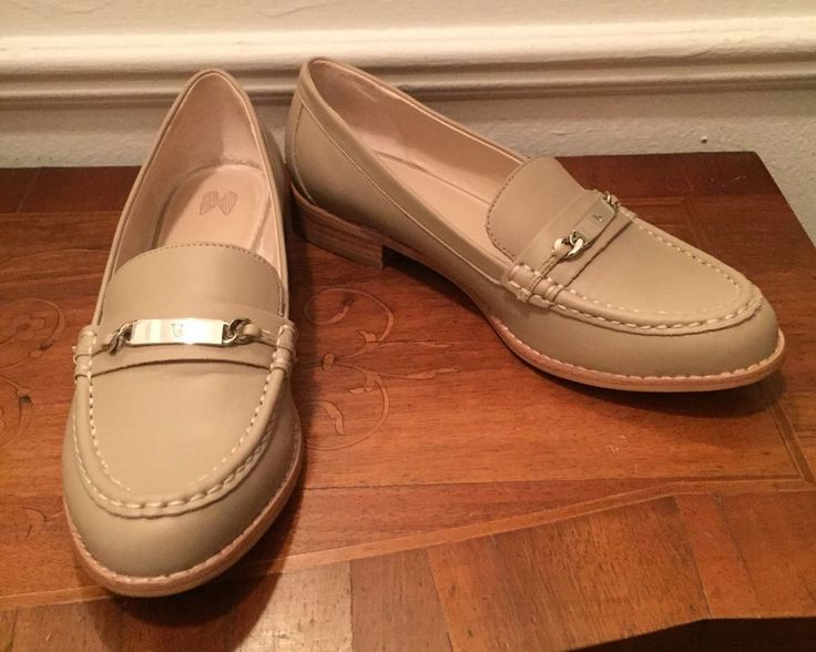VICTORIA SECRET ALABASTER COLOR LOAFERS SIZE 8.5 BEAUTIFUL STITCHING. FAB! #VS #LoafersMoccasins #WorkPlay