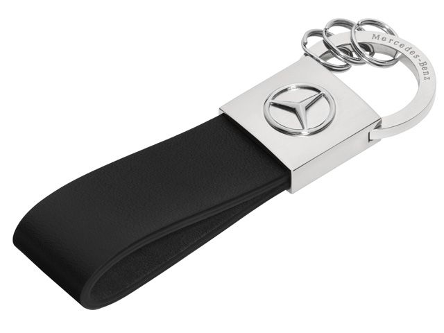 B66952636  Seattle key ring. Silver-coloured/black. High-sheen polished stainless steel.  Leather loop. 3 mini split rings. 3D star logo.  Engraved with sœMercedes-Benzs lettering. Size: approx. 2.5 x 10.3 cm.