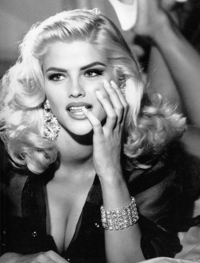 I'd like to remember Anna Nicole as she was in 1992.