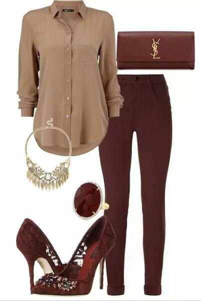 Bordeaux broek en schoenen met zandkleurige blouse