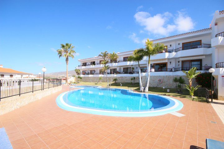 RA117 Tenerife South Apartment For Sale Wady Properties offers For Sale Refurbished 1 bedroom apartment available on the Bounganvillas Complex in Torviscas. Apartment comes fully furnished, fitted kitchen and has beautiful views of the pool and ocean. Complex is located only a 5 minute walk from the C.C.Gran Sur and all shops, bars and restaurants. Excellent rental potential!