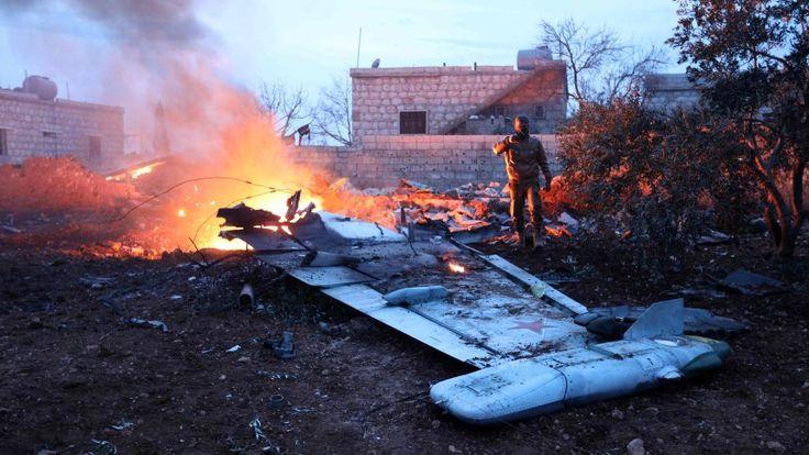 """Ein russischer Kampfjet wird in Syrien abgeschossen, der Pilot überlebt zunächst. Doch als sich Dschihadisten nähern, sprengt er sich in die Luft. Moskau feiert den """"Held der Föderation"""" - und schlägt brutal zurück."""