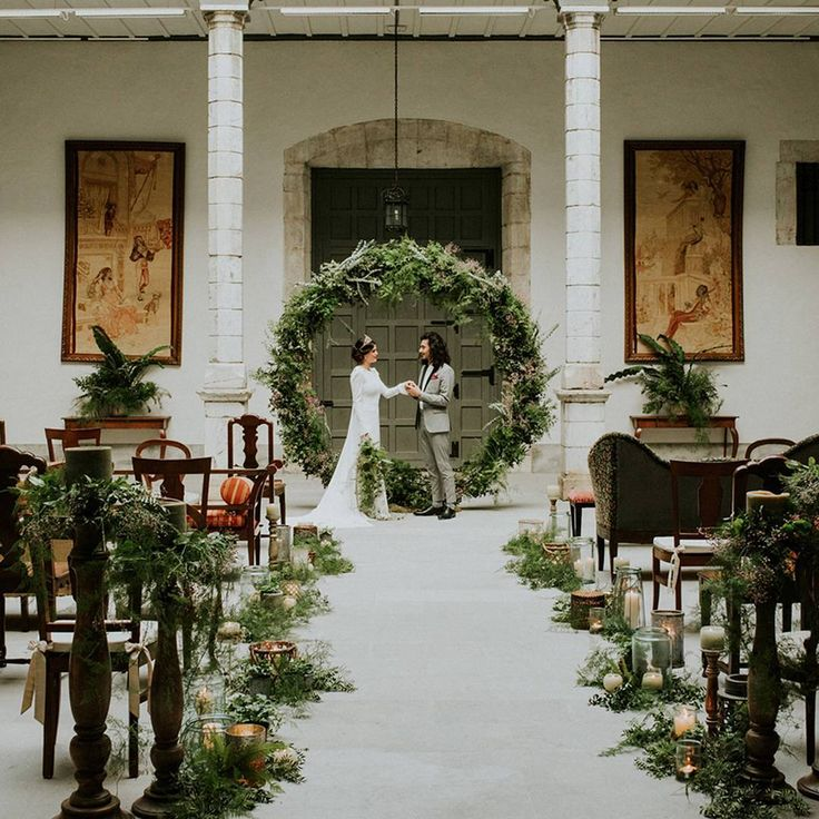 "Green Wedding Shoes / Jen (@greenweddingshoes) på Instagram: ""Dilapidated stone walls frame this cozy back garden in Spain, and the entire palace truly sparkles…"""