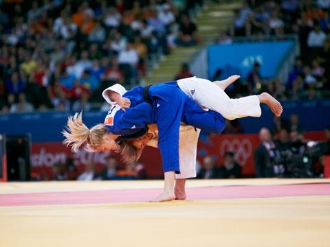 Judokas Pavia and Karakas grapple Automne Pavia of France and Hungary's Hedvig Karakas grapple on the mat for the women's -57kg judo bronze medal. #olympics2012