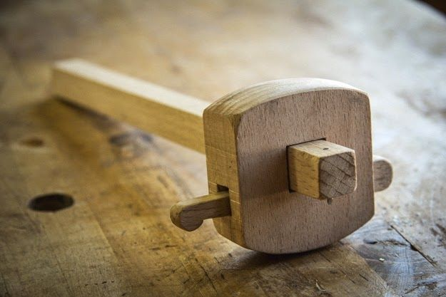 I recently made this marking gauge taken from Dean Jansa's Popular Woodworking article  in 2009. My other wooden gauge is of the English ...