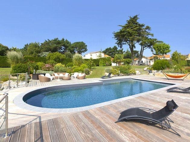 Grande piscine moderne argent