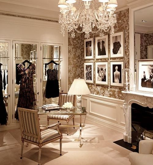 Dressing room damask, good, silver , champagne and cream, chandalierThe berry
